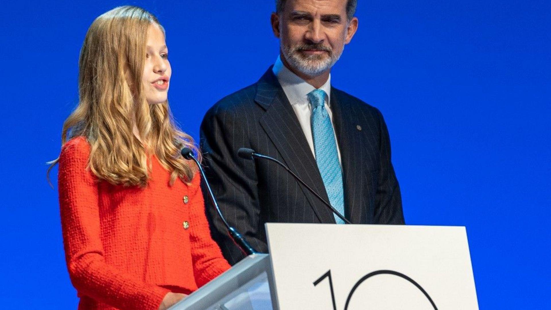 14-годишната испанска принцеса с реч на каталан на фона на протестите срещу баща ѝ