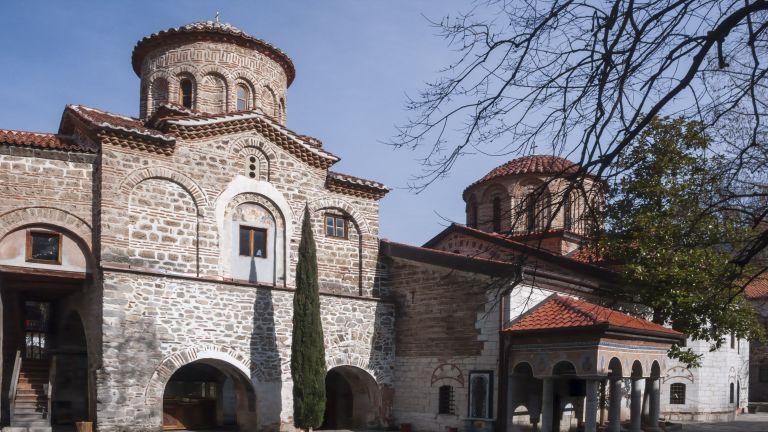 Безпрецедентна акция организира Бачковският манастир. Там в момента се подготвят