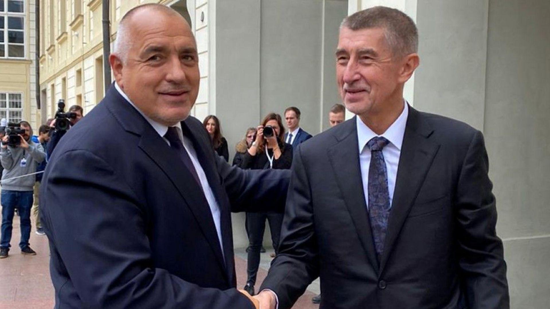 На форума българският премиер Борисов бе посрещнат от домакина - министър-председателят на Чешката република Андрей Бабиш