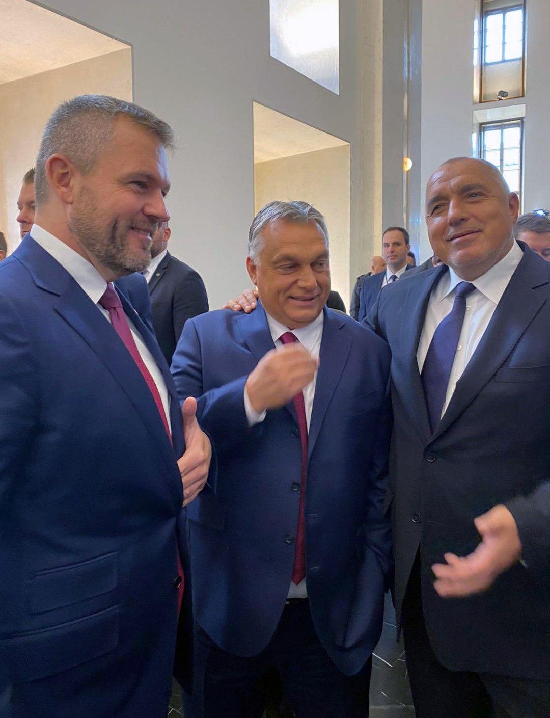 """Бойко Борисов и Виктор Орбан по време на пленарната сесия на Срещата на високо равнище на групата """"Приятели на кохезията"""", която се провежда в Прага"""