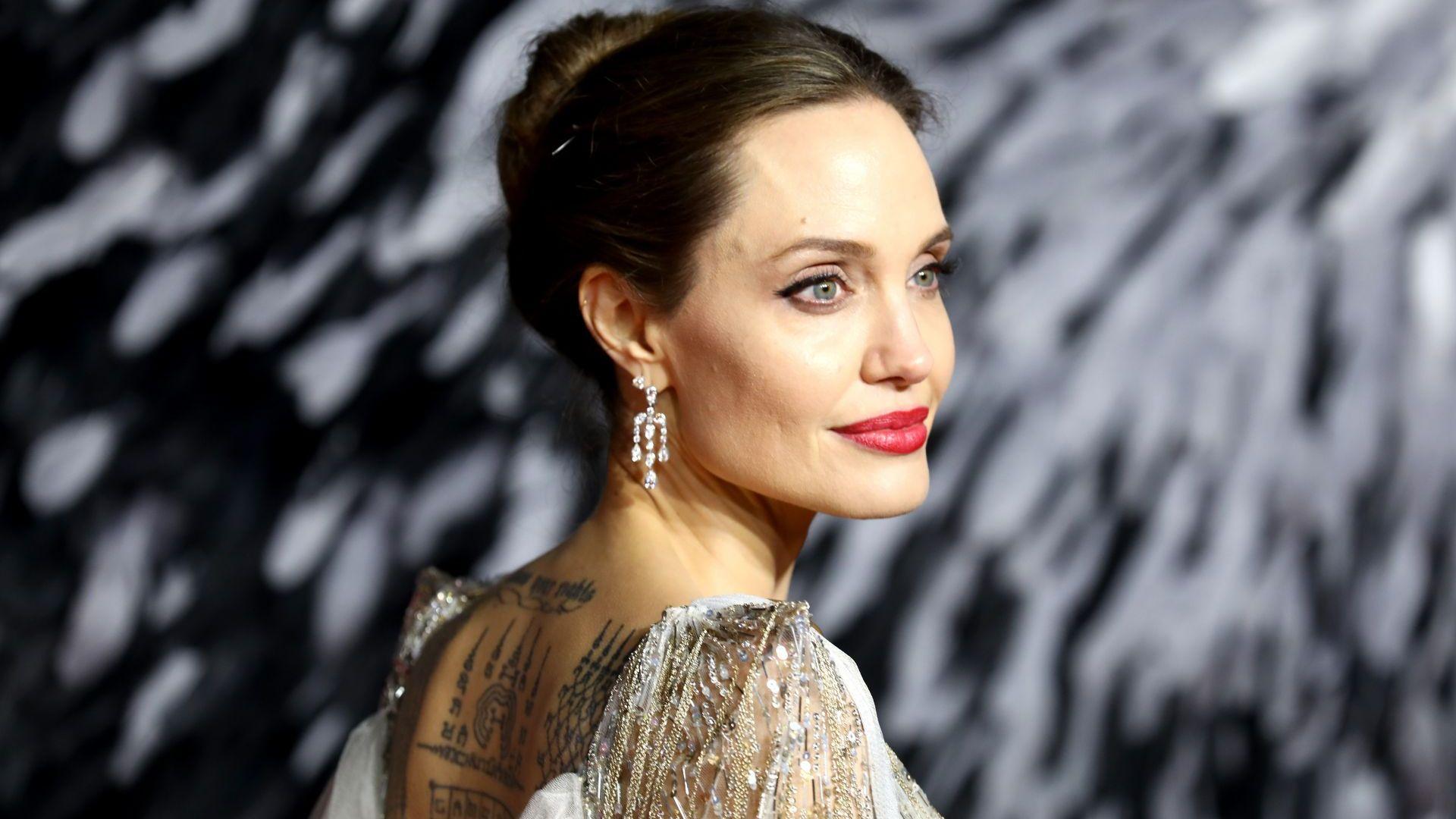 Евакуираха Анджелина Джоли заради бомба на снимачната площадка