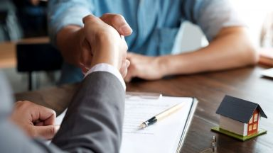 Експерти очакват 10% спад на цените на жилищата и на сделките с имоти