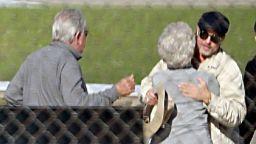 Брад Пит на гости на мама и татко в Мисури