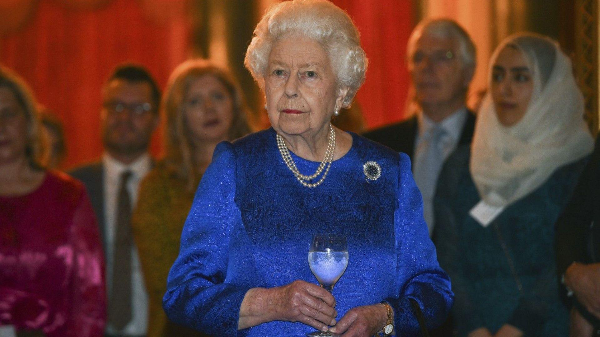 Кралица Елизабет свиква семейна среща заради Хари и Меган