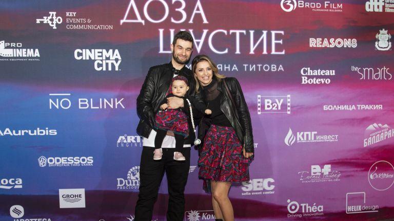 Валентина Каролева със съпруга си Александър и дъщеря им Изабела