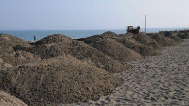 Изграждат защитни диги на плажа в Слънчев бряг