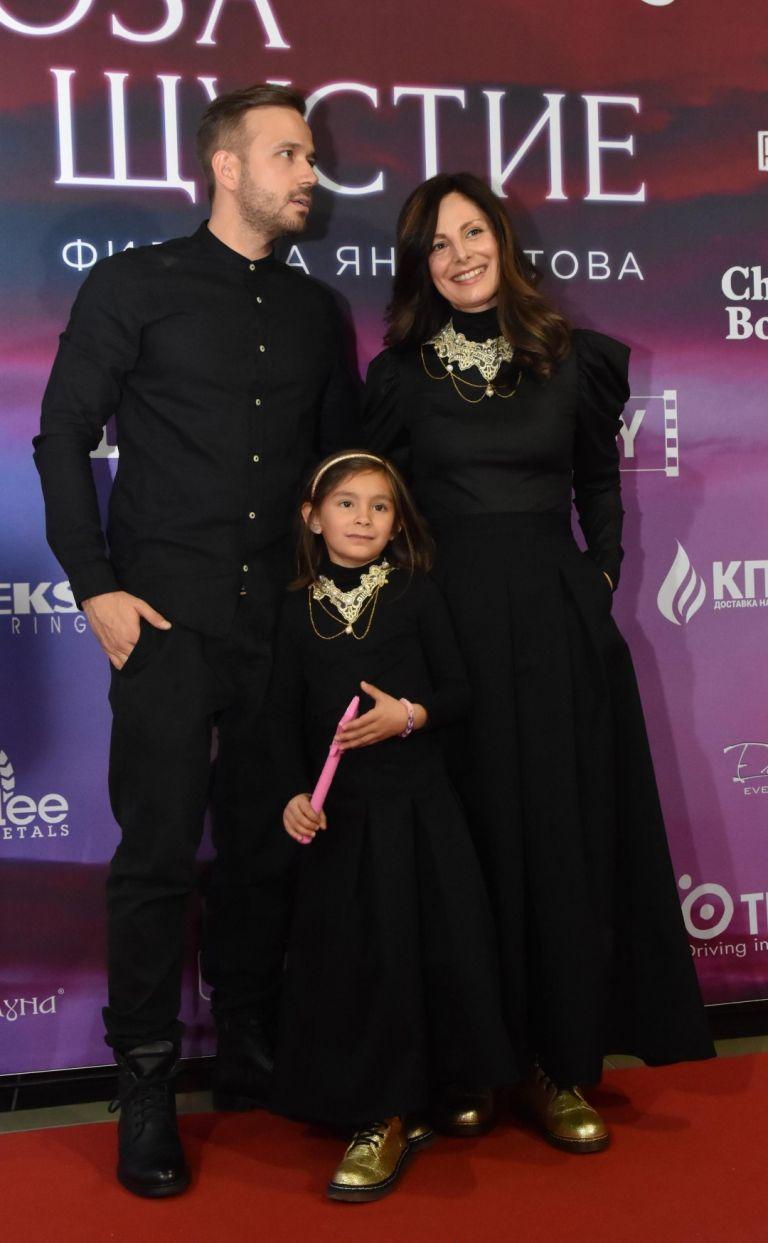 Алек Алексиев, Яна Титова и дъщеря им Ая