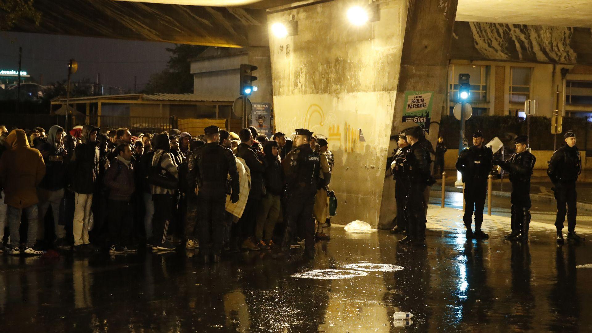 Започна разчистването на лагерите с нелегални мигранти в Париж