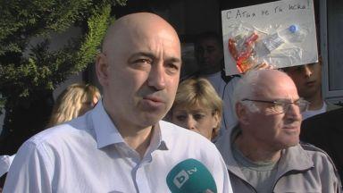 Първият работен ден на созополския кмет започна с протест