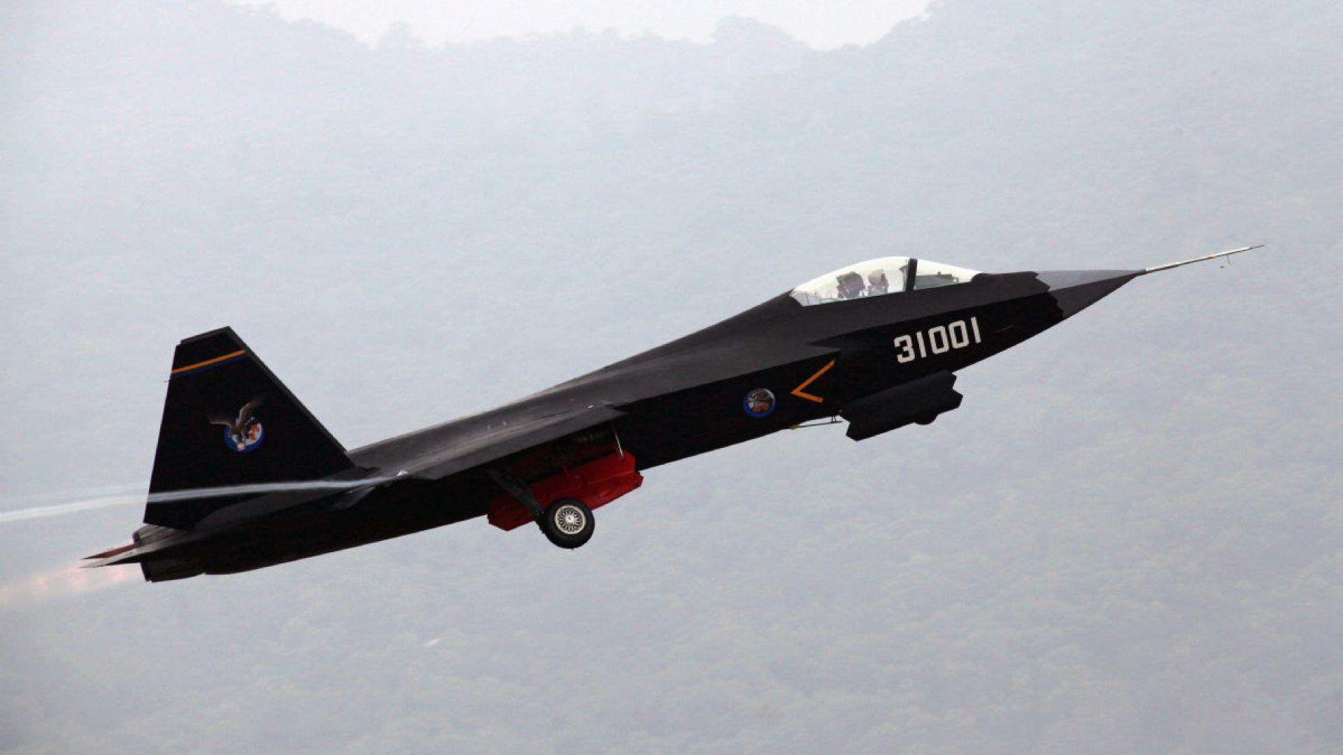 Китай напредва с втория си стелт самолет