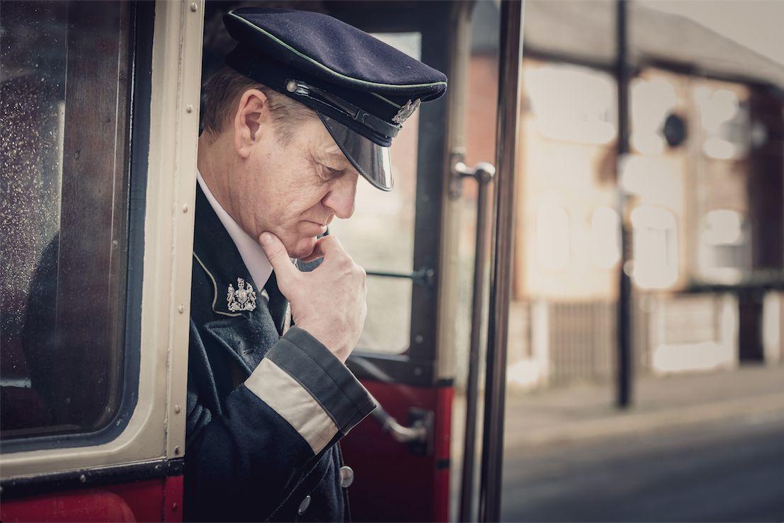 Шон Бийн в ролята на Дъглас Бенет - шофьор на автобус, ветеран от Първата световна война
