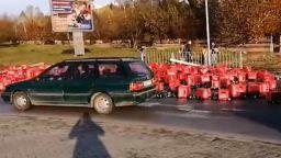 ТИР с бира катастрофира на изхода на Велико Търново към София (видео)