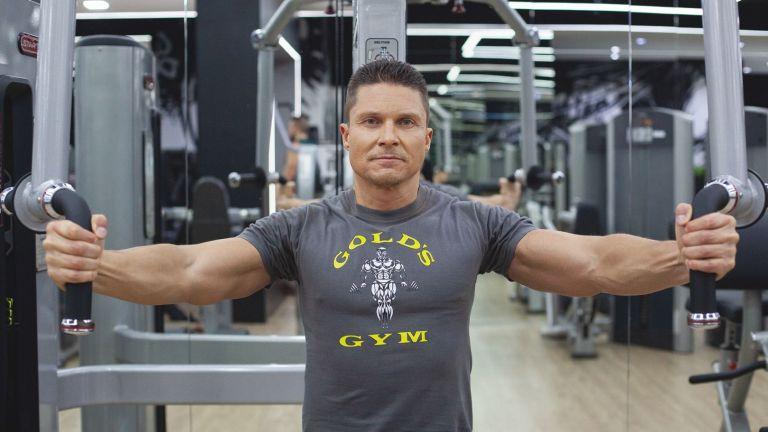 В основния си бизнес аз съм доста далече от фитнеса - имам собствена фирма. Причината да съм в залата и да тренирам хората е, че цял живот съм спортувал