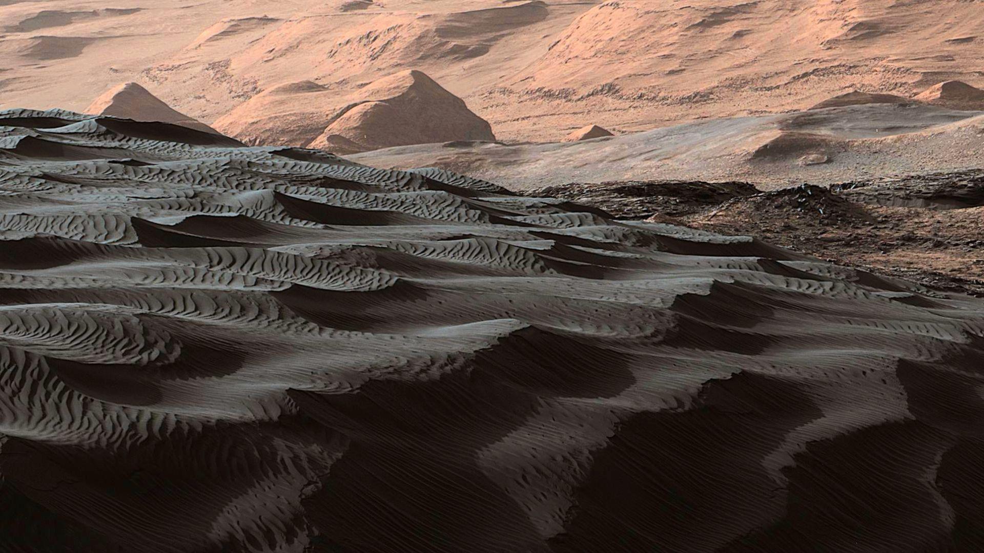 Черните дюни на Марс