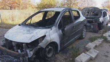 Подпалиха кола на длъжник в Студентски град, изгоря още една (снимки)