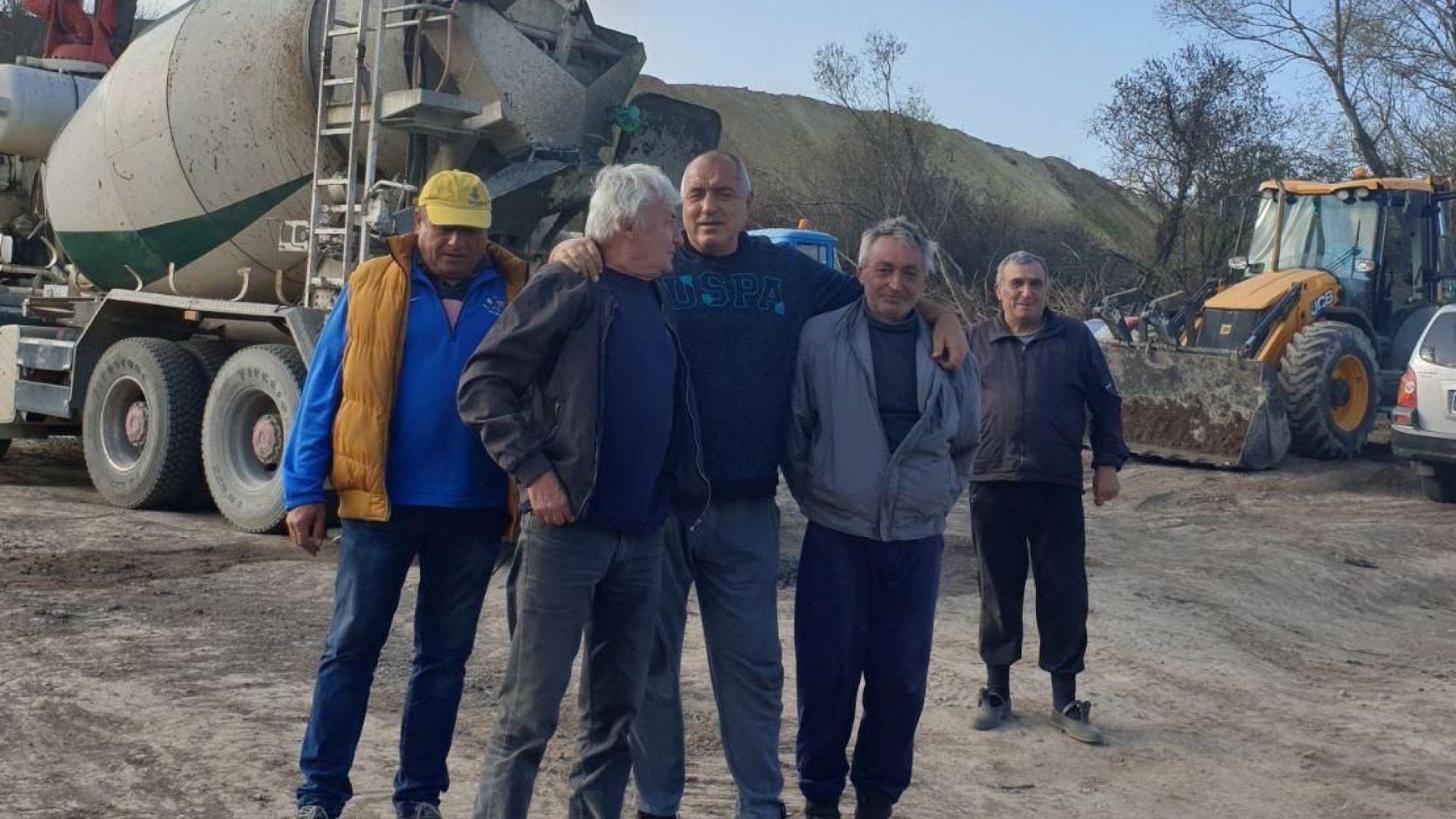 """Борисов: Дори и в неделя се работи по изграждането на АМ """"Хемус"""" (снимки)"""