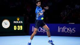 Стряскащо силен Джокович нанесе погром на старта във финалния Мастърс