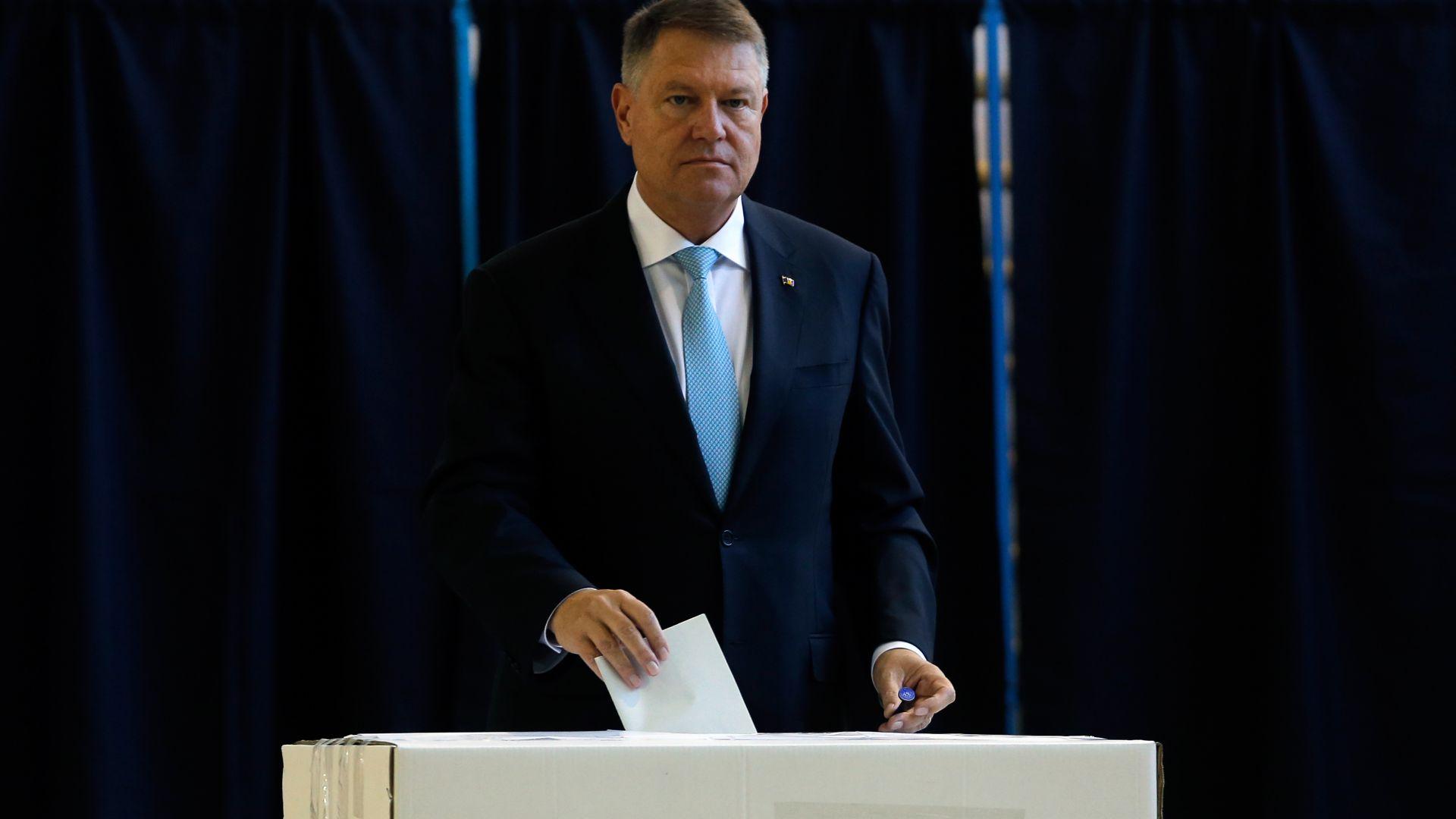 Настоящият държавен глава на Румъния Клаус Йоханис печели първия тур