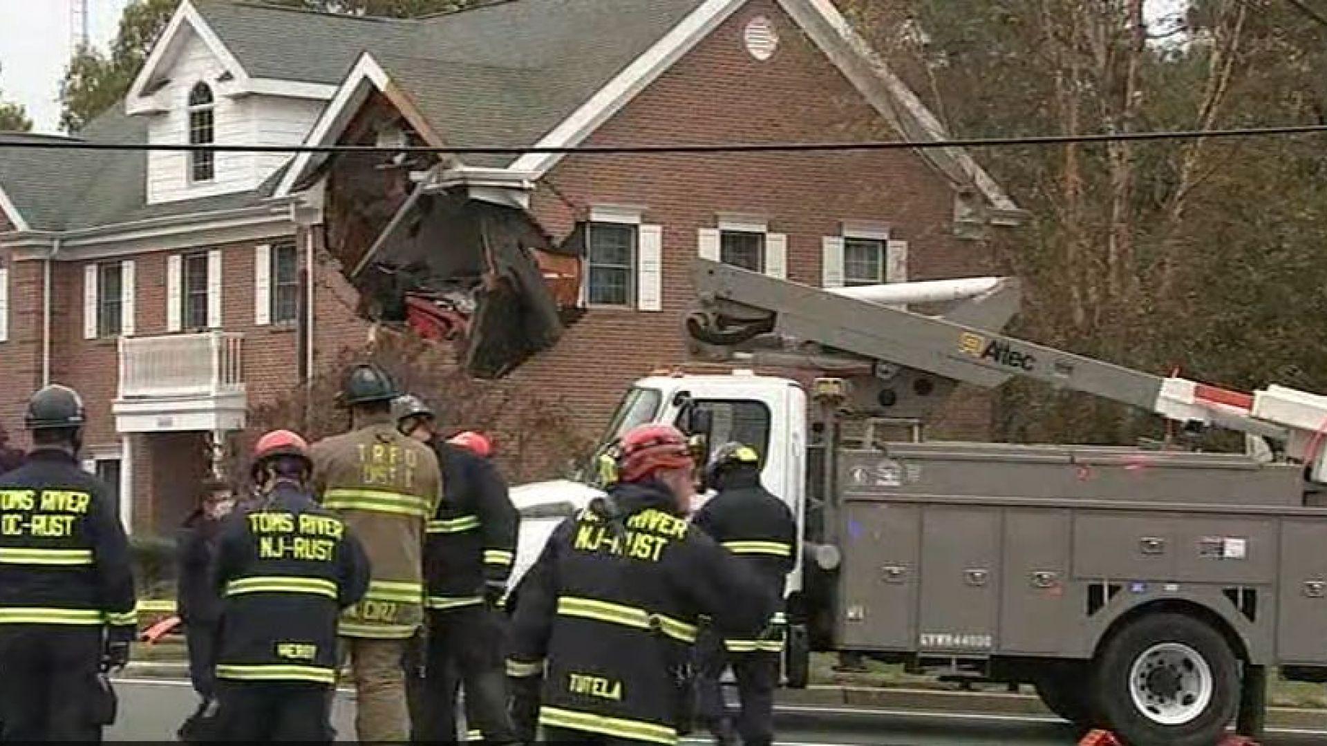 Двама младежи загинаха, след като лекият автомобил