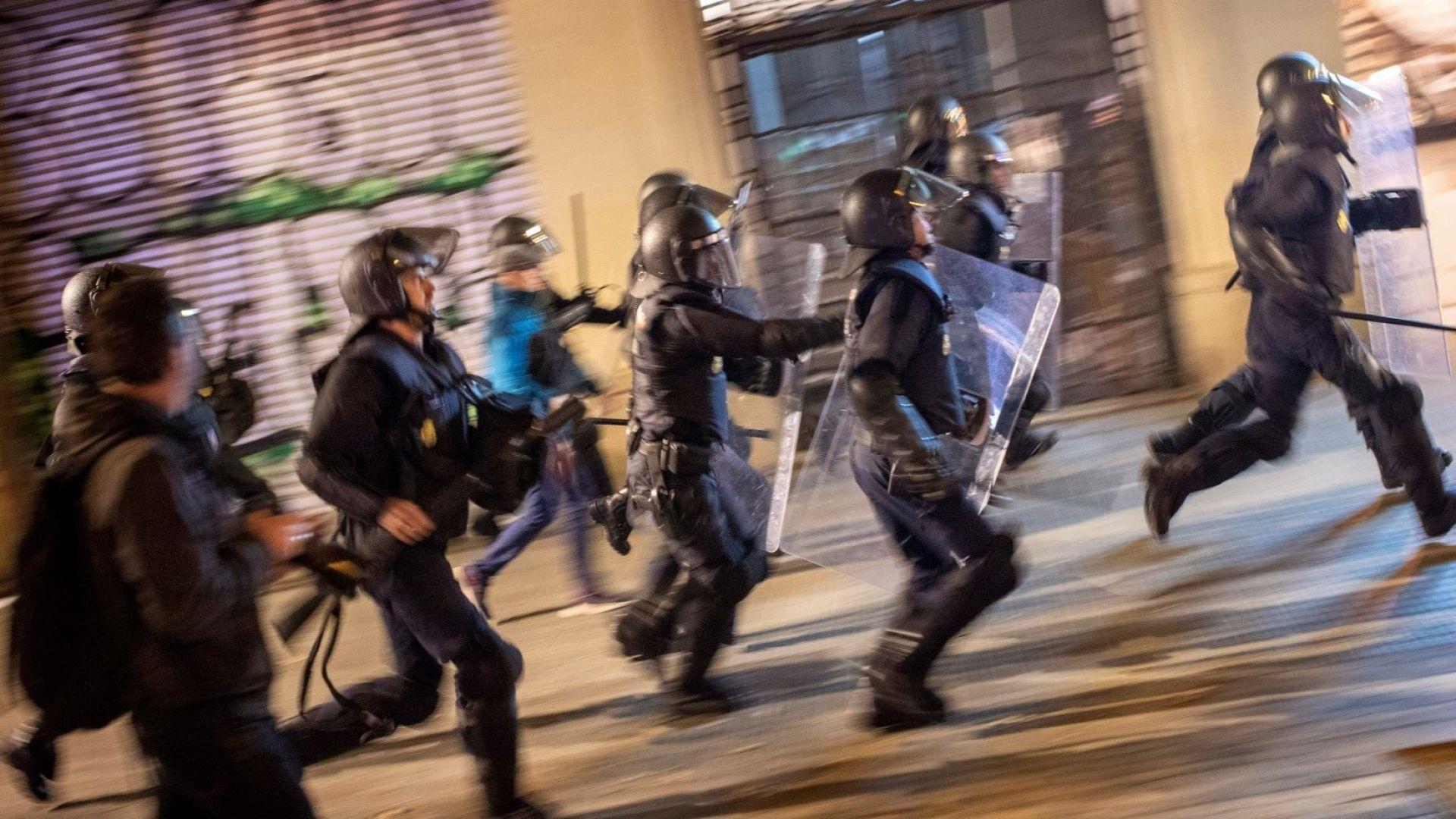 """""""Демократично цунами"""" затвори ключов граничен пункт между Испания и Франция"""