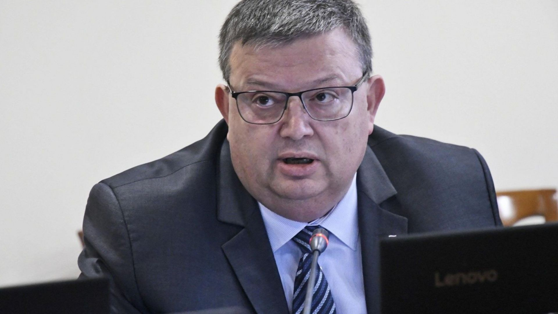 Цацаров отново ще гласува за Гешев, следващото заседание е на 14 ноември