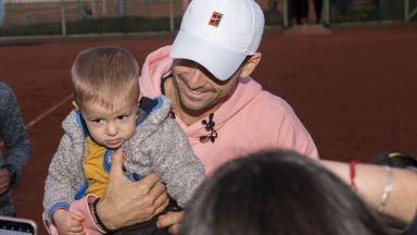 Денят на Григор у дома: Емоции с хлапета и съвети от татко, докато мама готви (видео и снимки)