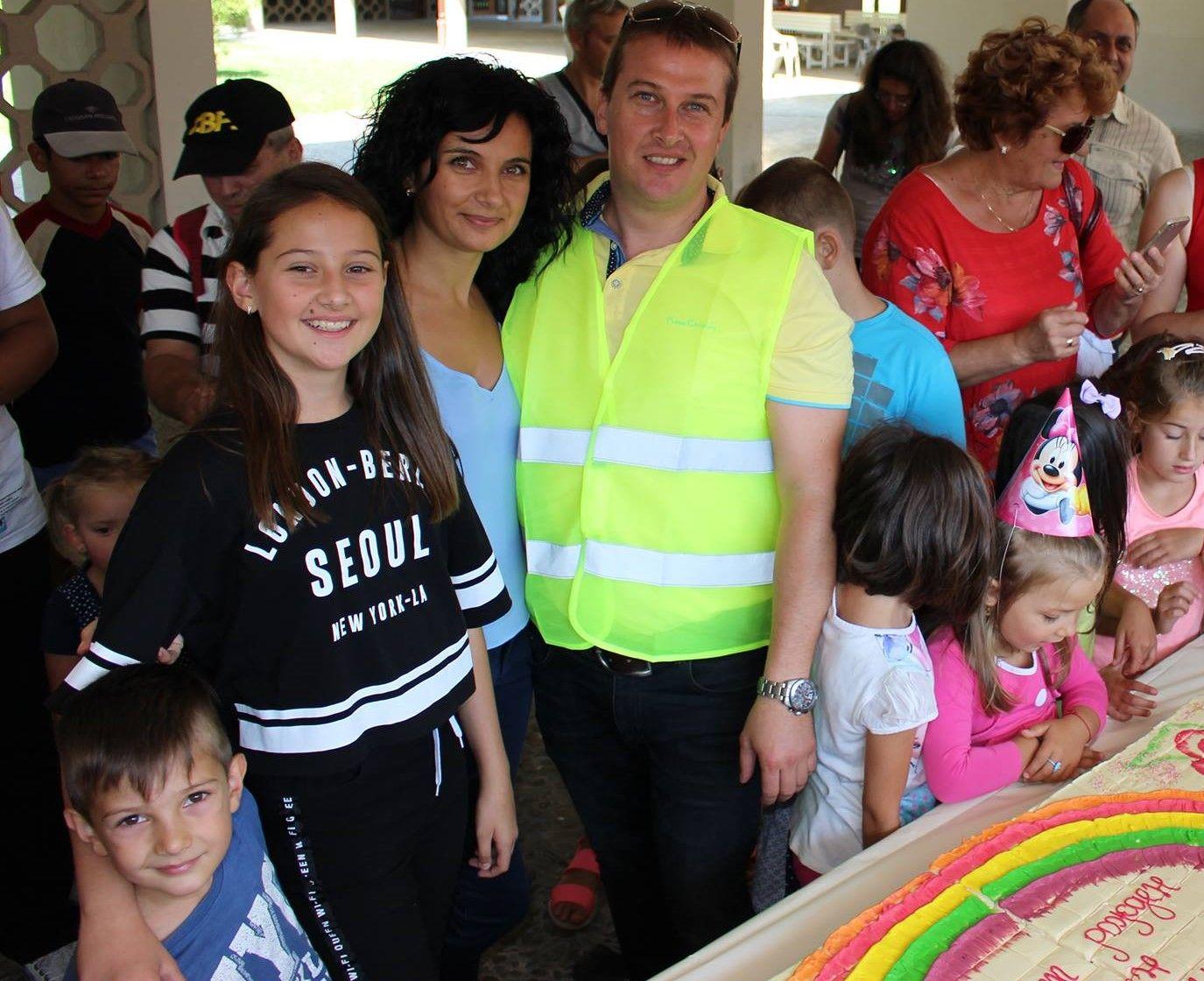 """Денчо и семейството му на празник на Детски център """"Палавници"""""""