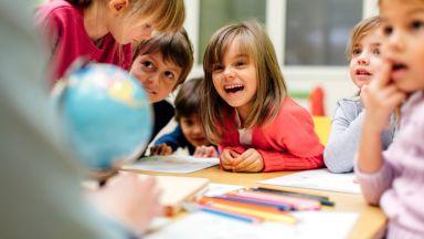Защо все повече деца проговарят по-късно