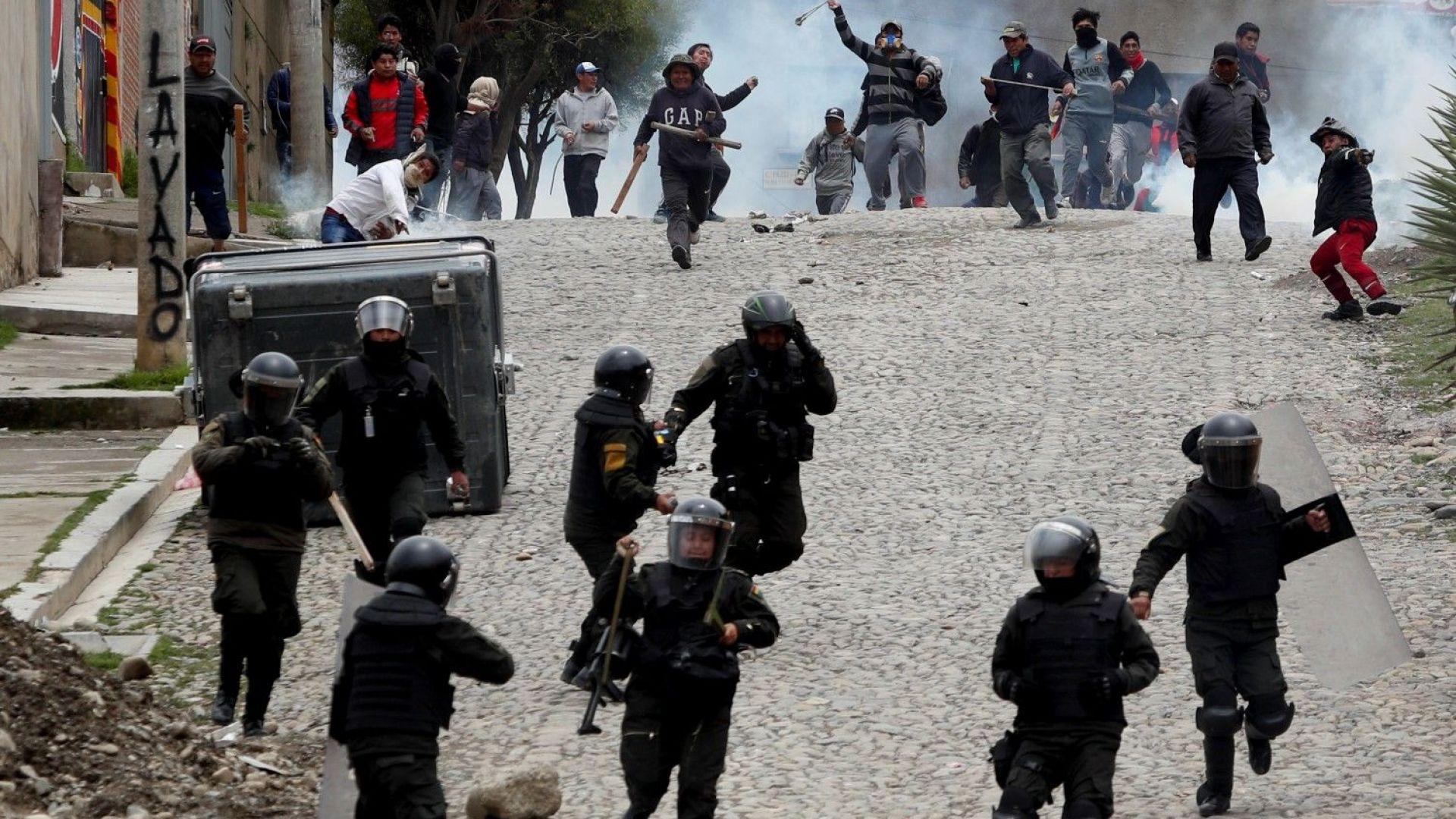 Подалият оставка вътрешен министър на Боливия Карлос Ромеро е потърсил