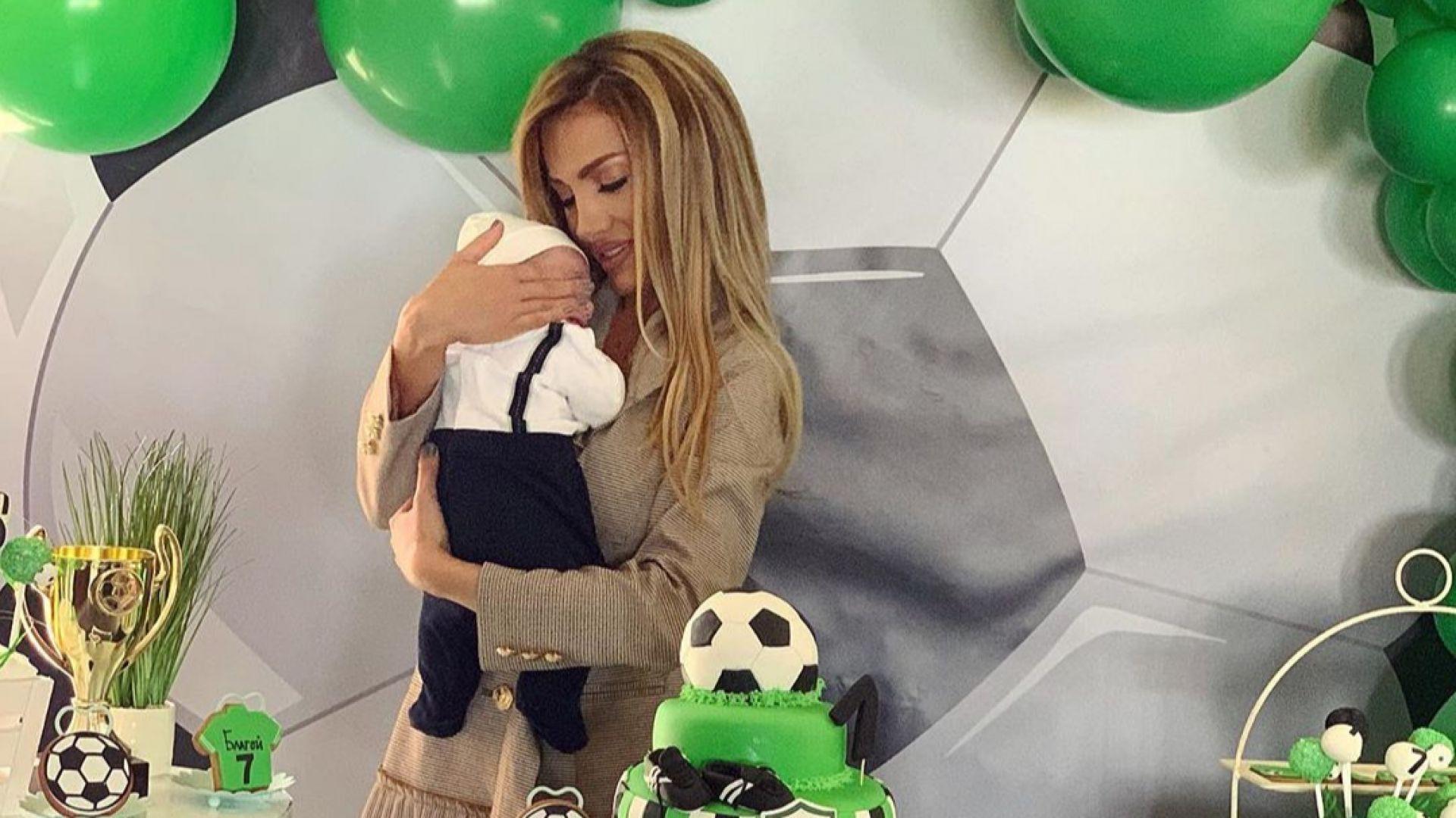 Златка Райкова организира погача за сина си