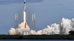 SpaceX изстреля 60 спътника в космоса
