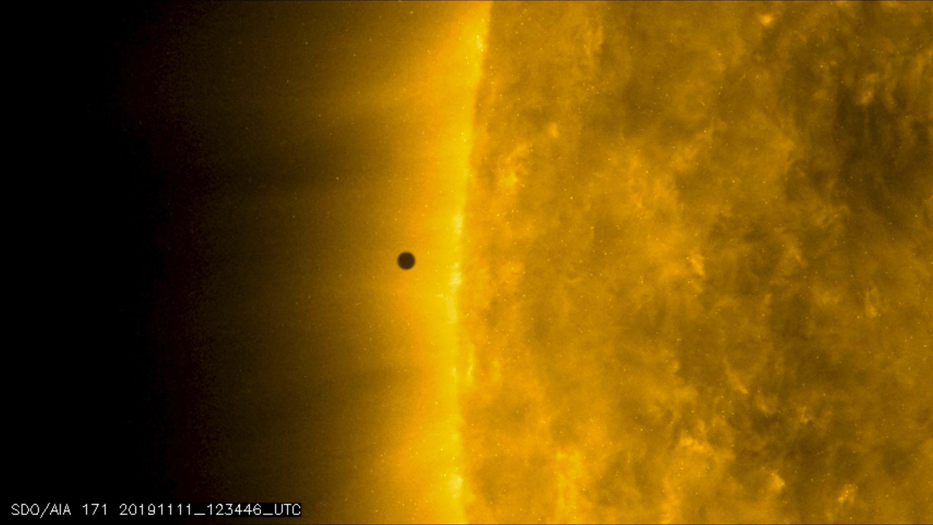 3-те най-негостоприемни обекта за живот в Слънчевата система