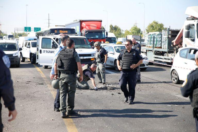 Попадение на ракета, изстреляна от Газа, на пътя между Ашдод и Тел Авив