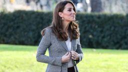 Кейт заложи на бизнес стил за благотворително събитие в Лондон