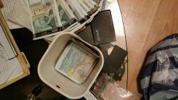 Разбиха престъпна група за наркотици в София (снимки)