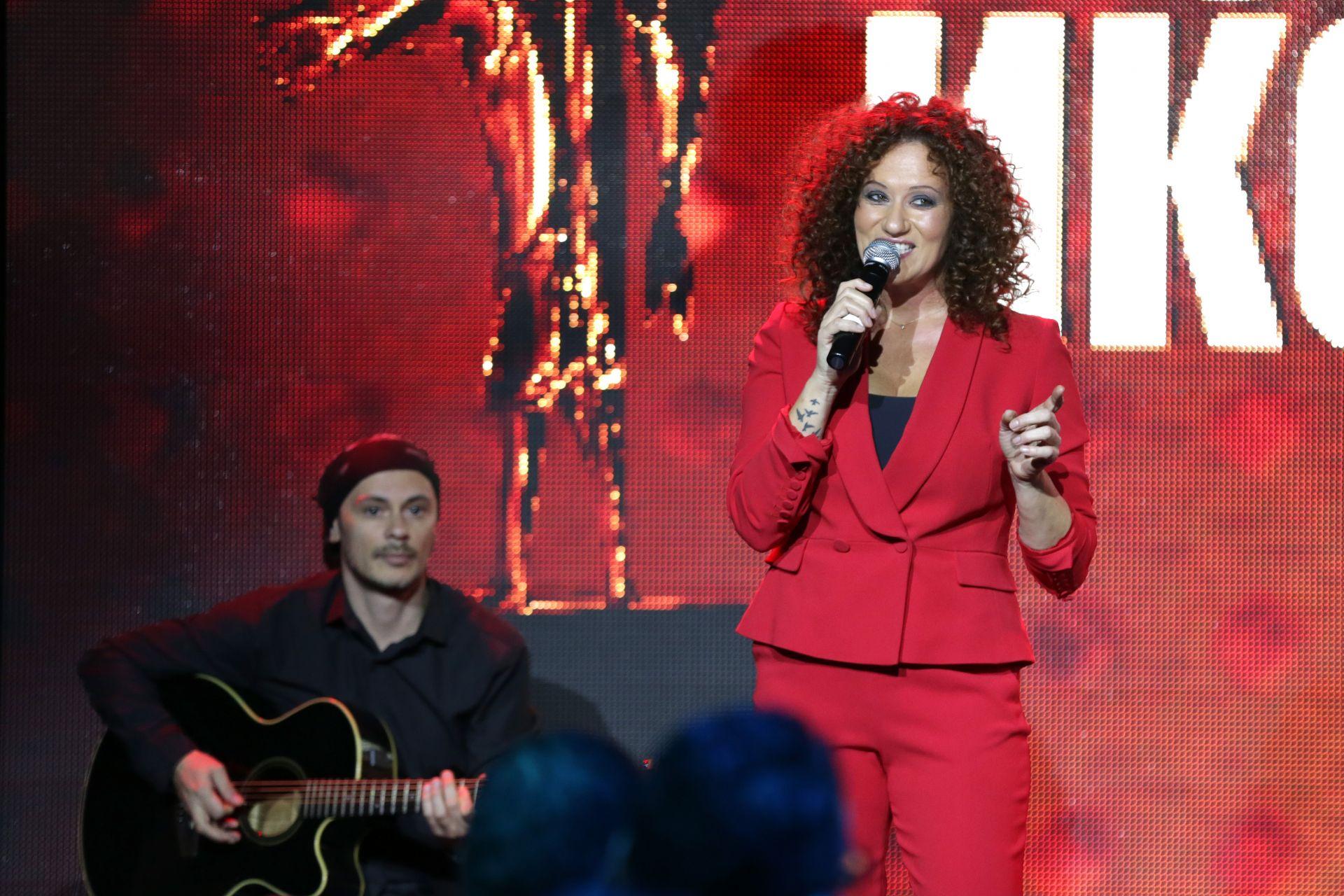 За настроението на гостите се погрижи певицата Белослава
