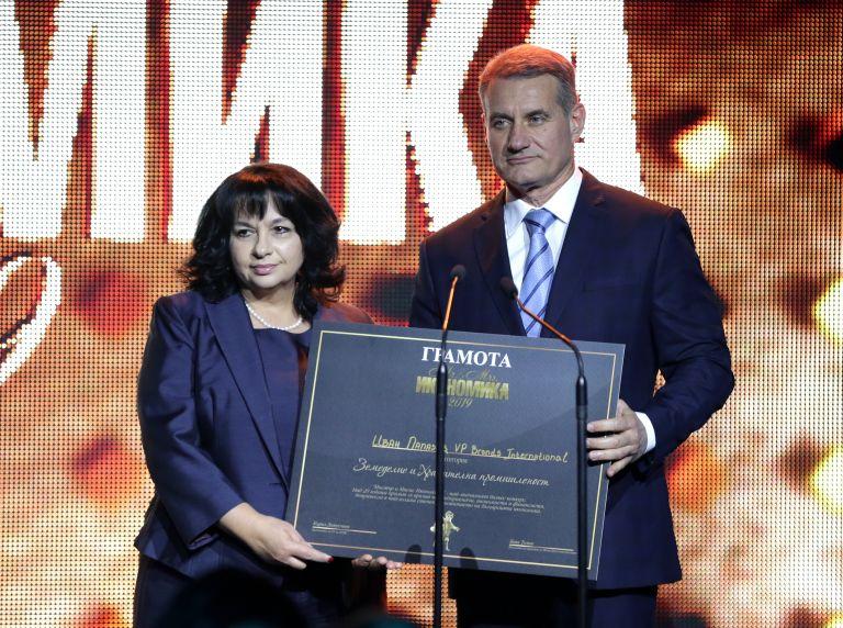 Енергийният министър Теменужка Петкова също връщи награда