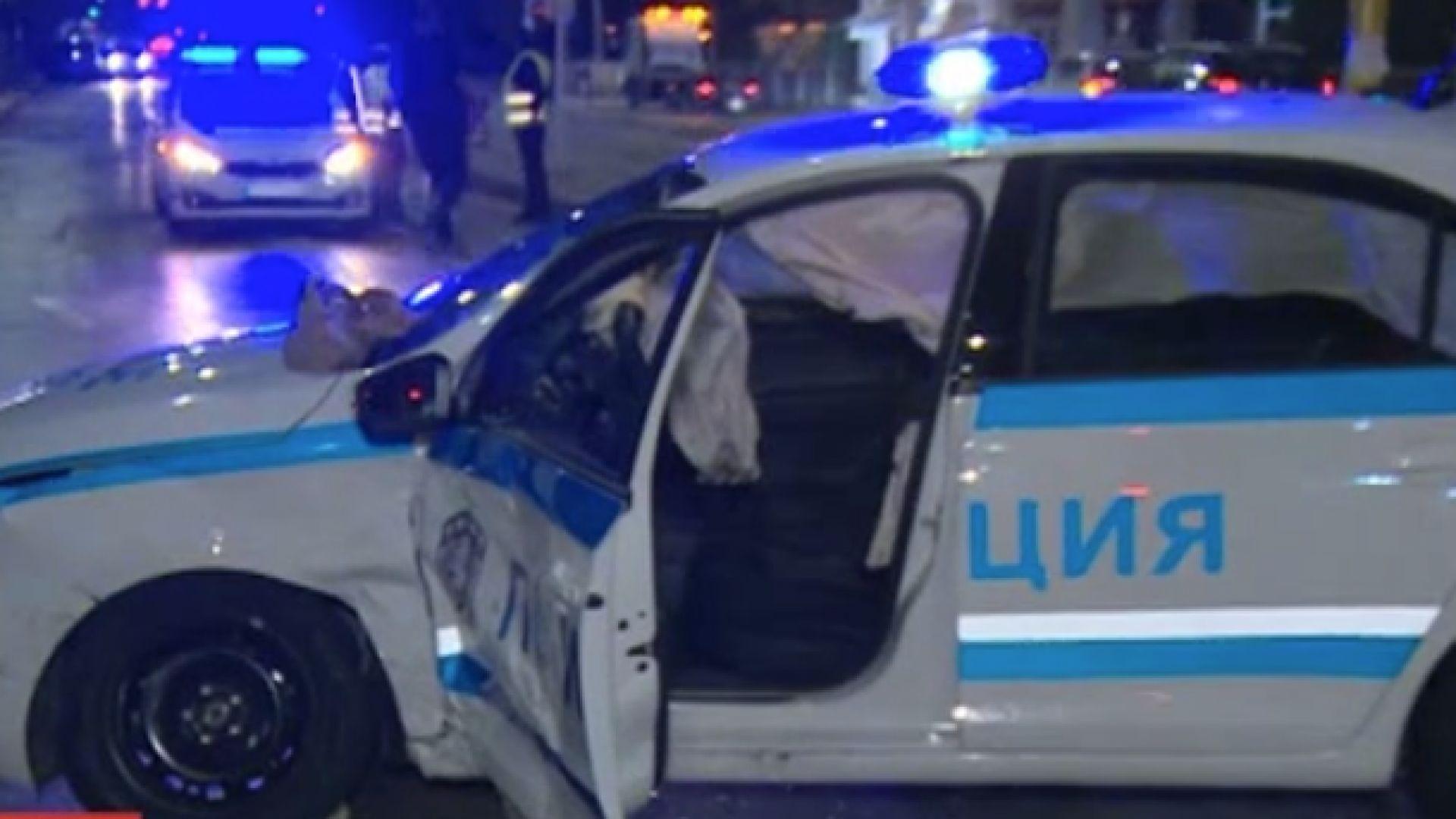 Включените сирени не спасиха патрулка: Полицаи в болница след катастрофа в Горубляне