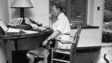 Продават любовни писма на писателя Иън Флеминг