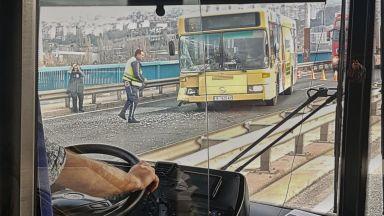 Автобус се заби в аварирала кола на Аспаруховия мост, 4-ма са ранени