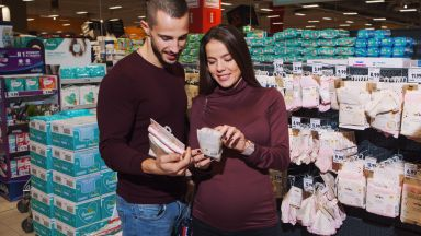 Какво има в количката за пазаруване на Наум Шопов и Теа Минкова?