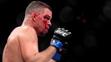 Боец от UFC плати наема на студент, заложен за негова победа