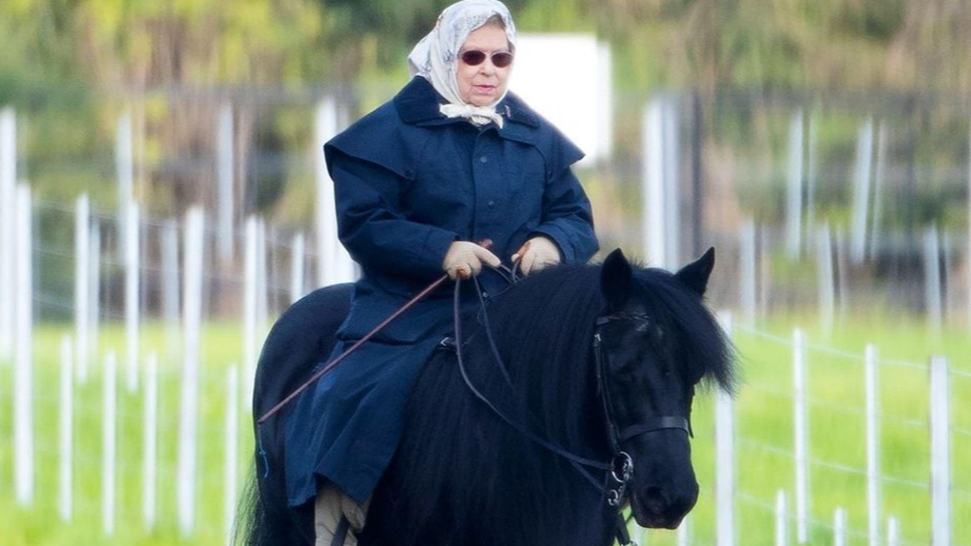 Кралицата е на кон! Елизабет II все още язди на 93