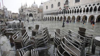 Две са вече жертвите на наводненията във Венеция. Не ходете в Южна Италия /снимки/