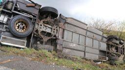 Камион с БГ номера се обърна край Куманово, оказа се пълен с мигранти