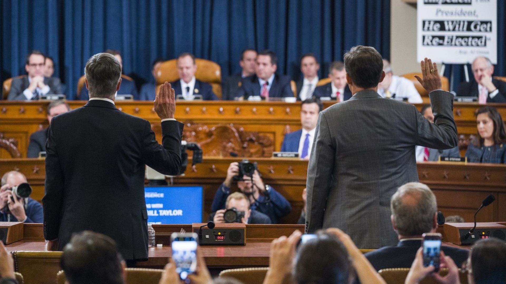 Снимка: Започна първото публично изслушване от разследването за импийчмънт на Тръмп