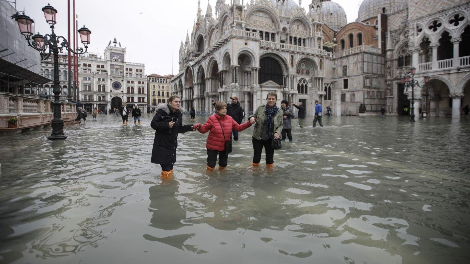 Най-голямото наводнение във Венеция за последния половин век породи призиви