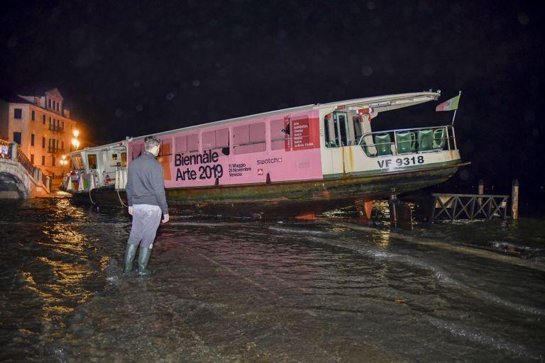 """Повредени фериботи, използвани като """"водни автобуси"""""""