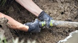 Работник загина, затрупан в изкоп, при отстраняване на авария