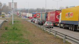 "Километрична опашка от камиони на ""Дунав мост"""